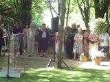 André Santini discours devant la statue de Jerzy Popieluszko