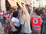 Croix Rouge : Adriana Karembeu dans les rues de Nîmes