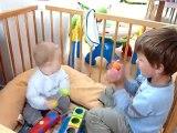 20100616 Romain et Nico jouent dans le parc 2