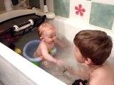20100614 Romain et Nico prennent leur bain