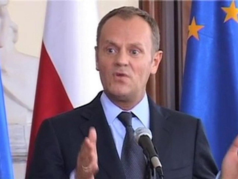 Tusk: Komorowski  kolczykiem w nosie, Kaczyński na paradzie gejowskiej...