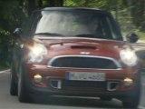 The new MINI Cooper S - driving