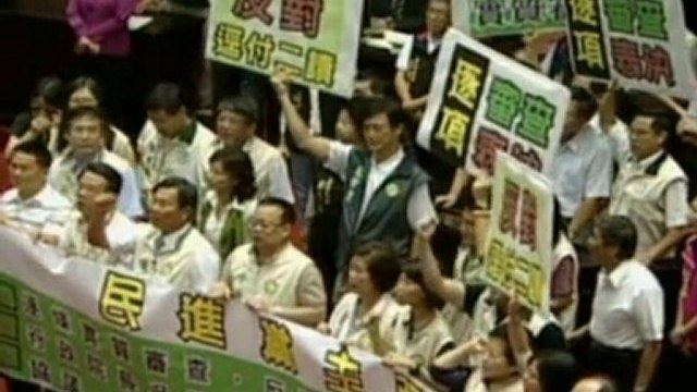 Parliament punch-up in Taiwan