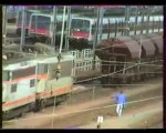 MISE EN TETE D'UN TRAIN DE DEUX BB 25500 A ACHERES - 1997