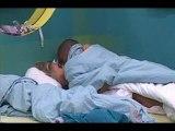 Secret Story 4 Senna et Amélie font l'amour sous la couette