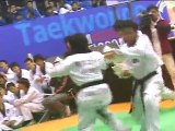 taekwondo compétition casse planches technique femmes