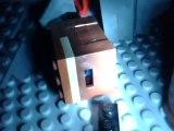 Voici une video qui montre une epave d helicoptere lego dans les abysse de legoland.