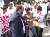 Des Roms manifestent en Roumanie contre les expulsions de France