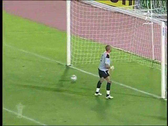 Penalty hallucinant : la balle désobéit au gardien de but