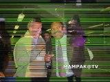 Bertin MAMPAKA remet un prix à Sonia lors du M.V.D. 2010