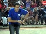 Les célébrités jouent aux boules pour le challenge Salvador