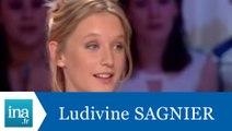 """Ludivine Sagnier """"Swimming pool"""" - Archive INA"""