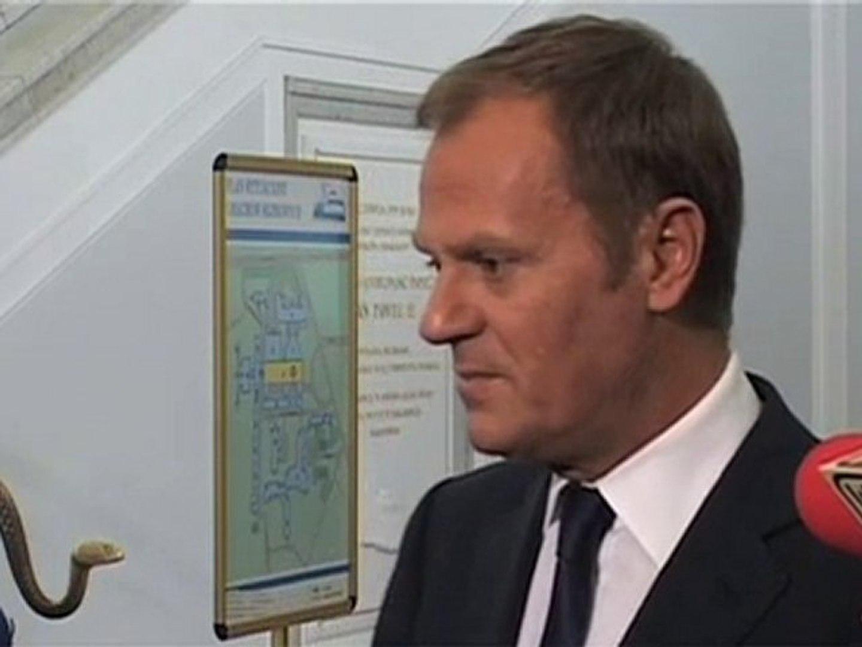 Tusk: Posłowie PO nie muszą klękać przed biskupem, TVP, Gazetą Wyborczą