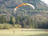 Atterrissage de parapente à Ceyssat (Puy-de-Dôme)