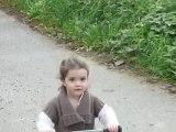 Marie en vélo sans roulettes