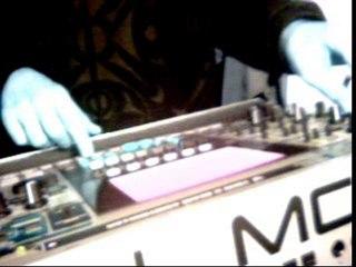 Roland MC-909 Again (Electronica)