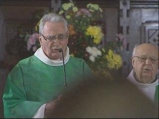 Un prêtre soutiens les Molex