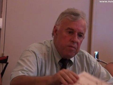 Remise à M. Lucien Brenot du bonnet d'âne de la démocratie locale en conseil municipal