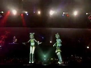 Concert par Hatsune Miku la chanteuse japonaise hologramme