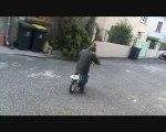 Raph fait du vélo sans roulettes !!!