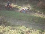 en moto cross regarde devant sinon c la chute mdr ptdr