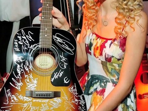 Taylor Swift vs Taylor Momsen