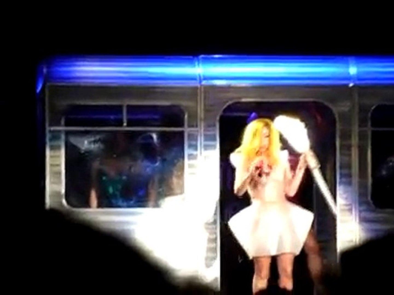 Lady Gaga kills Santa!