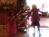 NOEL 2010 : 25/12/2010 Danse Fantine et Juliette