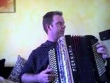 Le dénicheur et Reine de musette (accordéon)