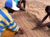 Semis de carottes avec les jeunes des rues de Dakar
