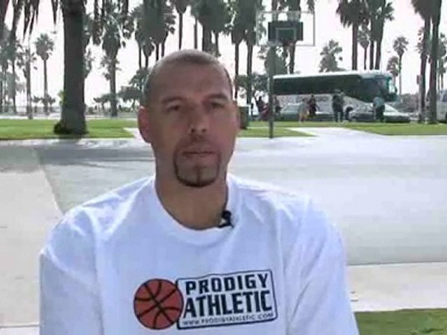Coaching Basketball : What offense should I implement against a zone defense?