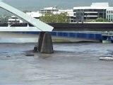 Brisbane, ville fantôme, assiégée par les eaux
