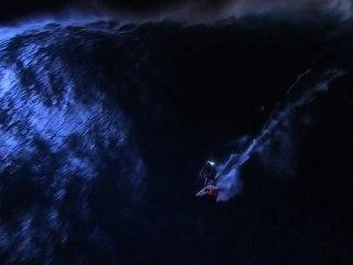 Mark Visser Rides JAWS at Night
