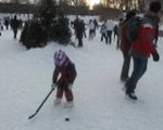 Marilou joue au hockey au Parc Lafontaine 30/1/2011