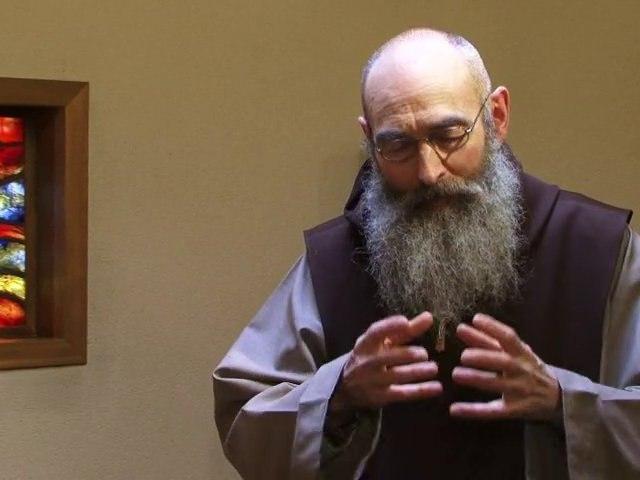 Le Père Joseph-Marie s'adresse aux entrepreneurs