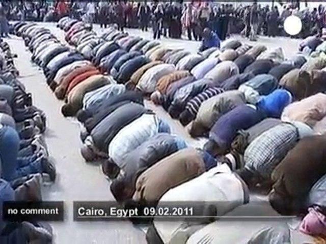 Prière sur la place Tahrir - no comment