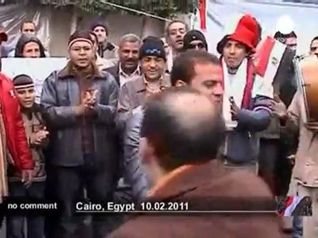 Army commander speaks to protesters in Cairo - no comment