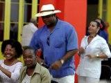 Un groupe de musiciens aveugles en concert à La Havane