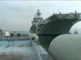 La Spezia, la portaerei Cavour in 'viaggio' per raggiungere l'Arsenale