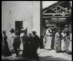 La sortie de l'usine Lumière à Lyon (1895) - Frères Lumière