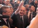 Chirac salue la foule au Salon de l'agriculture