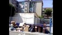 Aversa - Via Gemito, da giorni niente raccolta rifiuti