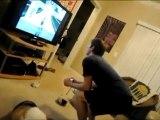 Oyun oynarken kendini kaybediyor :)