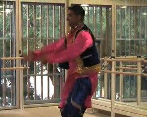Entrez dans la danse indienne avec Indian Ocean