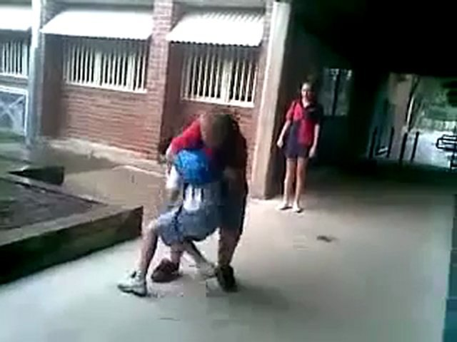 College prise de catch - bagarre entre deux jeunes