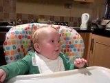 Bébé trop drôle rigole exactement comme son père [Lol Baby]