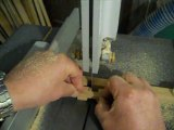 Méthode de découpe de casse-tête et puzzles avec une scie à ruban