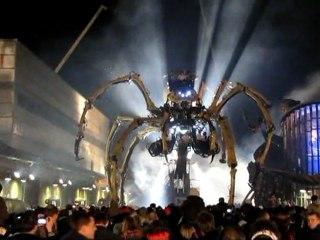 Les dernières vibrations de l' araignée Kumo - ni ( l' invitée ) - La Machine @ Le Channel - Calais - Libertés de Séjour