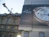 Publicité Breguet sur le musée du Louvre