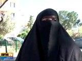 Une femme qui porte le niqab témoigne